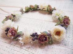 ホワイト矢車草&小花とベリーの花冠&リストレット2点SET - 大人可愛い花冠 ブライダル・ウェディング 【アルモニ】