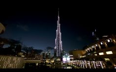 Watch How the World's Largest LED Screen Was Installed at the Burj Khalifa