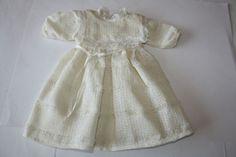 Altes-Puppenkleid-fuer-antike-Puppe-Gesamtlaenge-ca-35-cm