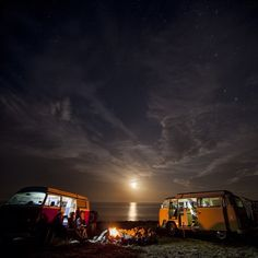 Our two-week road trip around New Zealand involved hitting up the South Island's best trails and surf breaks. With bikes on the backs and surf boards on the roofs of our 1970 VW Kombi Camper vans, we were prepared for anything. #Viewfinder Caption/Photo: @camillastoddart | OutsideOnline.com #Padgram