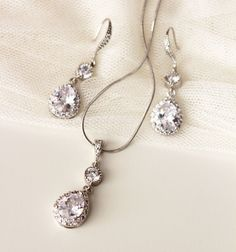Crystal Bridal Set Bridal Jewelry Set Wedding Jewelry Set Silver Teardrop Cubic Zirconia Dangle Earrings with Necklace Set