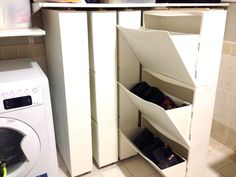 just imagi… IKEA hack Trones Library – yarn storage? just imagine what could be so simply filed away! Shoe Storage Ikea Hack, Hack Ikea, Yarn Storage, Small Storage, Storage Spaces, Storage Ideas, Ikea Trones, Ikea Billy Bookcase, Ikea Hackers