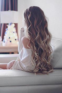 """Beautiful Effortless Curls on @alexcentomo who is wearing her 24"""" Ash Blonde Luxy Hair Extensions. We love this dreamy photo <3 #LuxyHairExtensions or see http://designedforbeauty.co.uk/hairdressing/"""