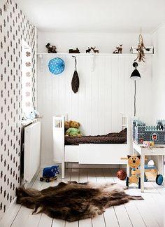 Quarto de criança decorado com branco e castanho | Eu Decoro
