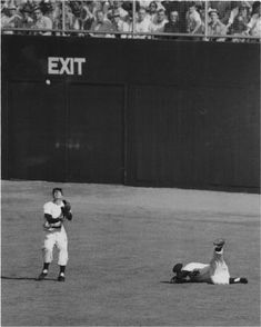 Just saw this powerful photo on another page. Mantle writhing in pain after hitting the drainage grate while DiMaggio catches a lazy pop fly. Altered the trajectory of Mantle's career. Yankees Pictures, Baseball Pictures, Sports Pictures, Baseball Park, New York Yankees Baseball, Ny Yankees, The Mick, Sports Gallery, The Sandlot