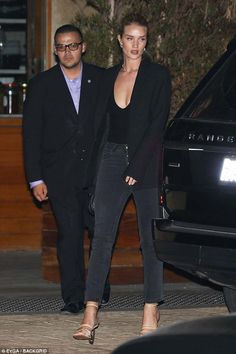Walk this way: The former Victoria's Secret Angel commanded attention as she enhanced her statuesque figure in a pair of nude strappy heels Dinner Outfits, Dinner Outfit Classy, Rosie Huntington Whiteley, Rosie Whiteley, Girl Fashion, Fashion Outfits, Model Street Style, All Black Outfit, Classy Women