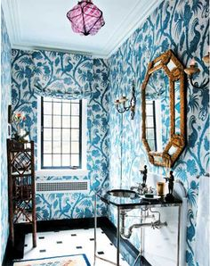 A big bold wallpaper can make a small bathroom look larger. Maybe in a powder room. Bold Wallpaper, Bathroom Wallpaper, Peacock Wallpaper, Beautiful Wallpaper, Print Wallpaper, Botanical Wallpaper, Mirror Bathroom, Boho Bathroom, Mirror Art