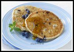 koolhydraatarm, kha, amandelmeel, pannenkoekjes, ontbijt, aardbeien, blauwe bessen, suikervrije siroop