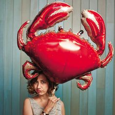 Kristen Schaal and crab Flight Of The Conchords, Celebs, Celebrities, Make Me Smile, Beautiful People, Crushes, Pretty, Inspiration, Funny Lady