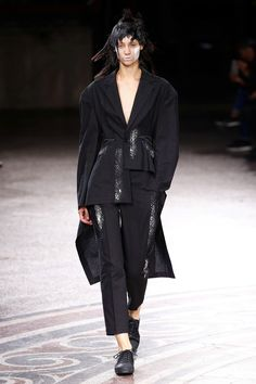 Yohji Yamamoto | Ready-to-Wear Spring 2017 | Look 31