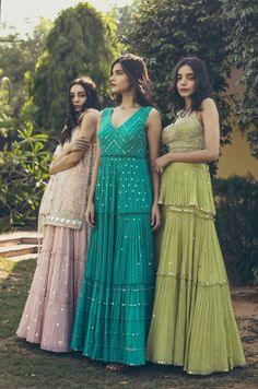 Indian Fashion Dresses, Indian Gowns Dresses, Dress Indian Style, Indian Designer Outfits, Pakistani Clothing, Abaya Style, Indian Wedding Outfits, Indian Outfits, Wedding Dresses