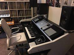 Home Studio Setup, Studio Layout, Studio Ideas, Audio Studio, Music Studio Room, Music Rooms, Recording Studio Setup, Studio Furniture, Music Production