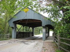 One Lane Covered Bridge in Long Grove, Illinois - just northwest of Chicago Short Vacation, Vacation Trips, Day Trips, Places Ive Been, Places To Go, Buffalo Grove, Long Grove, Pack Up And Go, Beautiful Places To Live
