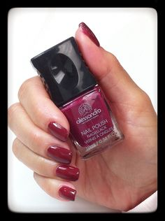 Velvet red for a classic look. #antondesigns #alessandrointernational #red #nails #polish #manucure #vernis #alessandrointernationalcanada #baronessecosmetics