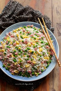 Cantonese rice, the original recipe (as in the restaurant .- Cantonese rice, the original recipe (like in a Chinese restaurant! Asian Chicken Recipes, Asian Recipes, Healthy Recipes, Ethnic Recipes, Antipasto, Good Food, Yummy Food, Daily Meals, Original Recipe