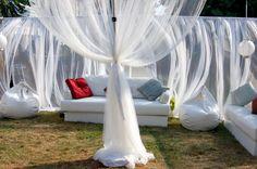 Kültéri, kerti függöny,  – ötletek. II rész. Outdoor Furniture, Outdoor Decor, Bali, Curtains, Home Decor, Blinds, Decoration Home, Room Decor, Draping