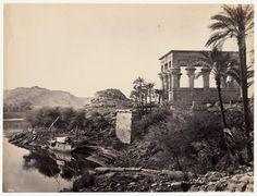 El río Nilo con las ruinas de Philae al fondo y la dahabieh del fotógrafo. 1868-1869. Frank Mason Good  © Colección Clark & Joan Worswick