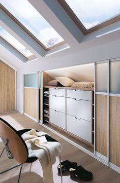 comble on pinterest attic bedrooms attic storage and dressing. Black Bedroom Furniture Sets. Home Design Ideas