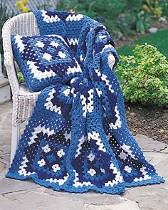 Blue Motif Blanket - gorgeous crochet blanket with large granny square motifs