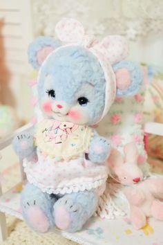 Cute Stuffed Animals, Creepy Cute, Doll Repaint, Cute Toys, Retro Toys, Felt Animals, Plush Dolls, Doll Accessories, Vintage Dolls