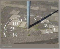 Original idea para decorar el patio del colegio. Reloj de sol para la escuela