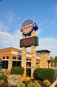 Calhoun's in Pigeon Forge has great American food that your family or friends are sure to enjoy.