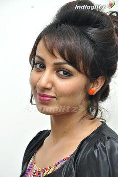 Indian Actress Gallery, Tamil Actress Photos, Wat Pho, Eye Drops, Malayalam Actress, Aesthetic Makeup, India Beauty, Female Portrait, Indian Actresses