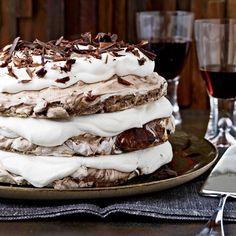 Desserts for Passover Chocolate Meringue Cake Recipe, Hazelnut Meringue, Meringue Desserts, Chocolate Desserts, Flourless Desserts, Chocolate Hazelnut Cake, White Chocolate, Holiday Desserts, Just Desserts