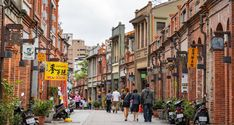 Taipei itinerary 5 days — The suggested Taipei itinerary & what to do in Taipei for 5 days perfectly? - Living + Nomads – Travel tips, Guides, News & Information! Taipei Travel, Bus Number, National Palace Museum, Sky Lanterns, Old Street, Memorial Park, Old Town, Taiwan, Travel Tips