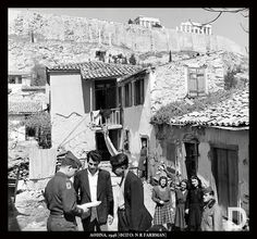 Plaka,Athens 1946 Old Time Photos, Old Pictures, Old Greek, Greek History, Photographs Of People, Acropolis, In Ancient Times, Athens Greece, Old City