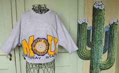 This is an awesome, screen-print, Murray State bat-winged sweatshirt with short sleeves from the 1980s.  Size = Oversized Medium - shirt is very