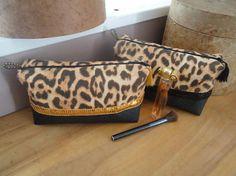 Trousse de toilette ou maquillage en simili cuire et léopard