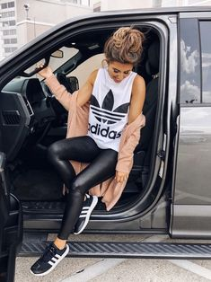 Who knew an Adidas outfit could look this cute! Its the perfect casual and sporty chic summer outfit for women! 👠 Stylish outfit ideas for women who love fashion! Chic Summer Outfits, Sporty Outfits, Mode Outfits, Fall Winter Outfits, Cute Casual Outfits, Stylish Outfits, Fashion Outfits, Girly Outfits, Gym Outfits