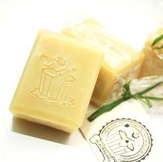 Vánoční dárek pro Vašeho pejska ... přírodní šampon pro psy! Čtěte zde http://bit.ly/1YObh4K | Xmas gift for your dog ... natural dog shampoo! Read here http://bit.ly/1YObh4K #naturaldogshampoo #dogshampoo #prirodnisamponpropsy #samponpropsy #vanocnidarek #xmasgift #darek #vanocnidarek #propsy #giftfordog #obojkyblackberry #http://obojkyblackberry.cz