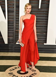 The 2015 Vanity Fair Oscar Party had one outstanding red carpet and Diane Kruger in Donna Karan Atelier was a standout look. Dress Over Pants, The Dress, Dress Red, Jumpsuit Elegante, One Shoulder Jumpsuit, Beauty And Fashion, Elegantes Outfit, Vanity Fair Oscar Party, Tokyo Fashion