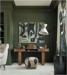 Adoptez la tendance des murs d'accent avec le vert foncé.