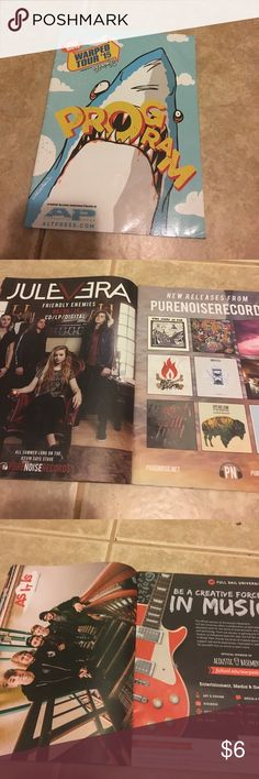 Warped tour 2015 program magazine book Has a bunch of random bands in here and some other stuff. Other