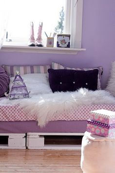 Pallet bed frame-really cute! Miss A loves purple too.