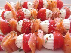 Brochetas de queso fresco, salmón y tomate