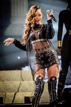 Riccardo Tisci de Givenchy viste a Rihanna en su gira Diamonds World Tour