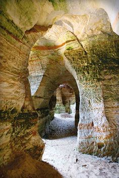 Piusa koopad / Sandstone caves in Piusa. Estonia Travel, Baltic Region, Reisen In Europa, Baltic Sea, Eastern Europe, Wonders Of The World, Places To See, Portugal, Beautiful Places