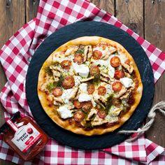 Pizza de pesto, pollo y queso ricotta - Frambuesa y Caramelo, receta pizza,  pizza pesto, receta facil, receta para ver el futbol, receta futbolera, receta rapida