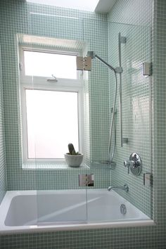 glass shower/bathtub partitions | Bear Glass tempering process glass screens have become more popular ...