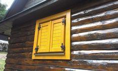 Aj takéto tradičné okenice pochádzajú z dielne našich šikovných stolárskych majstrov :-)