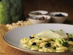 """Orecchiette di Gragnano Pasta """"Gentile"""" con Broccoli ed Acciughe Orecchiette Pasta with Broccoli, Anchovies and Pecorino Romano Cheese"""