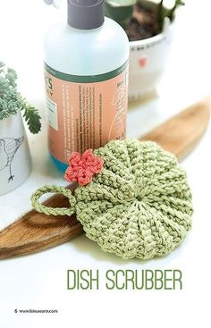 Make A Crochet Garden - 9 Stylish Projects for Succulents, Cacti & Flowers - No watering needed with these nine wonderful crochet succulents, like this cacti dish scrubber.No watering needed with these nine wonderful crochet succulents, cacti and flo Crochet Kitchen, Crochet Home, Love Crochet, Learn To Crochet, Beautiful Crochet, Crochet Dolls, Knit Crochet, Easy Crochet, Quick Crochet Gifts