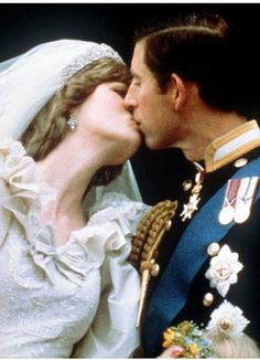 Britain's Prince Charles kisses his bride, the former Diana Spencer, on the balcony of Buckingham Palace in London, after their wedding on July This was the first time a royal couple had ever done that before! Prince Charles Et Diana, Charles And Diana Wedding, Princess Diana Wedding, Princess Diana Photos, Prince And Princess, Princess Of Wales, Real Princess, Royal Prince, Disney Princess