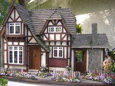Dollhouses by Robin Carey: The Tudor Cottage Special addition on the side Tudor House, Tudor Cottage, Dollhouse Kits, Victorian Dollhouse, Dollhouse Miniatures, Modern Dollhouse, Miniature Rooms, Miniature Houses, Fairy Houses
