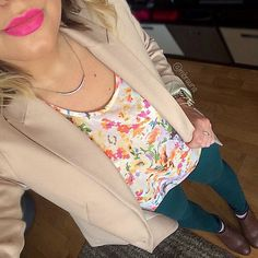 This outfit has such a great spring flare... and so does the pink lip! Love the look, @mbrauns.