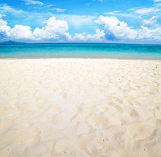 White sands and emerald beaches of Destin, Florida.